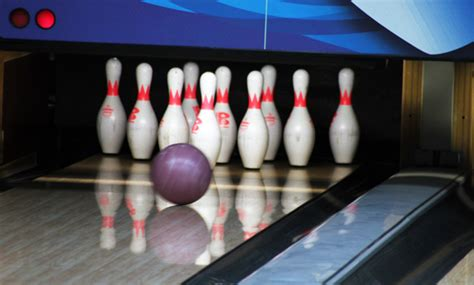 Bowling Alley Pins : Public Domain Pictures