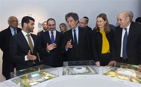 Jean-Yves Le Drian inaugure les expositions « Foot et