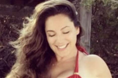 Kelly Brook Instagram 2017: Buxom star wows with sexy