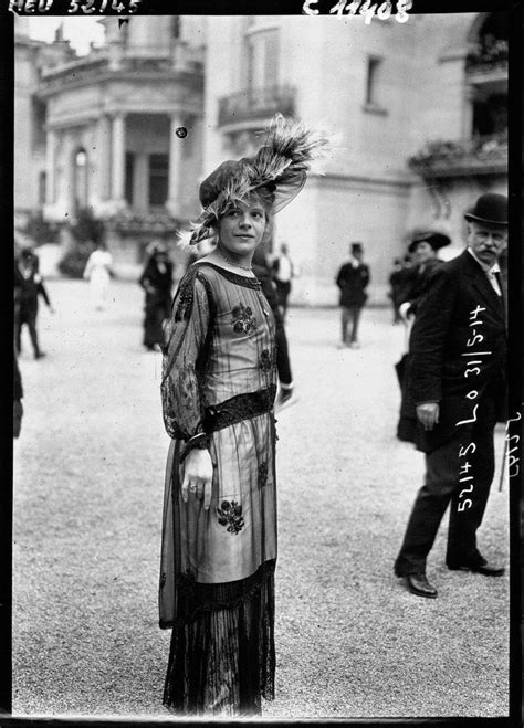 1910, Paris: Some of the world's first street style